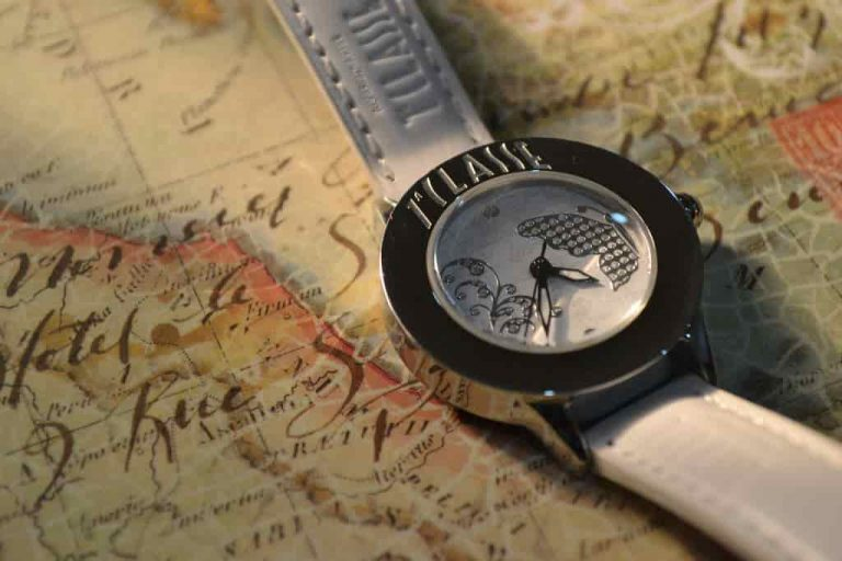 10 Best Travel Watch for Vacation 2021
